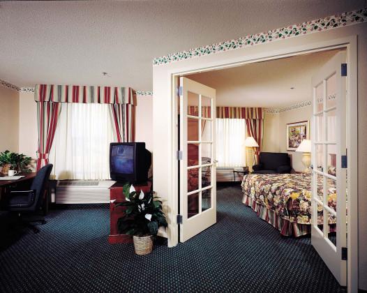 HiltonGardenInn_Arcadia_Guestroomrev