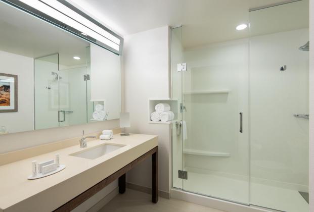 CY Irvine Spectrum 140702_SNASI_Guest_Bathroom