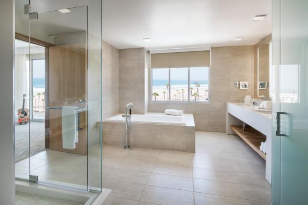 one_bedroom_suite_bathroom