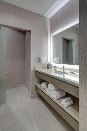 H Hotel vanity_2